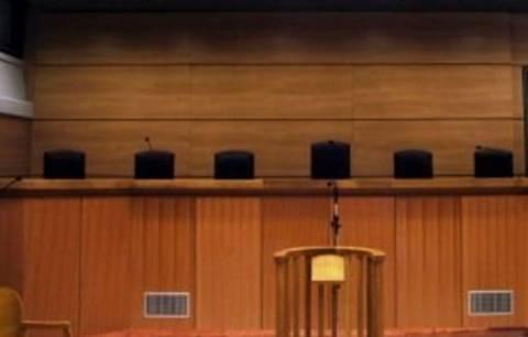 Παρατείνουν την αποχή τους οι δικαστικοί