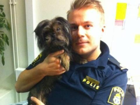 Ο αστυνομικός που καίει καρδιές στο Facebook