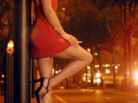 Νεαρή που εργαζόταν ως ιερόδουλη πήγαινε στα ραντεβού με το βρέφος