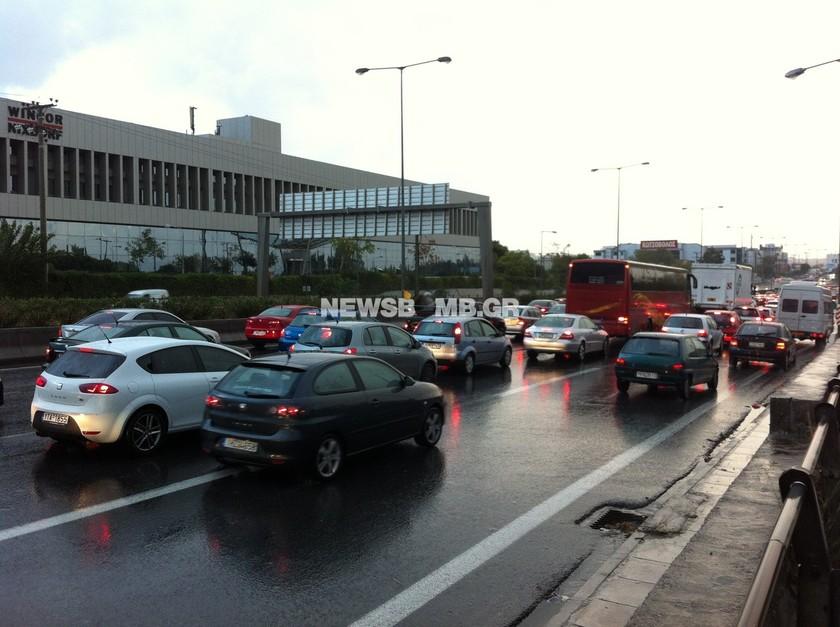 Κυκλοφοριακό χάος στην Αθήνα λόγω βροχής (ΦΩΤΟ+ΒΙΝΤΕΟ)