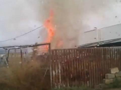 Βίντεο: Πυρκαγιά σε εργοστάσιο ξυλείας στο Μενίδι