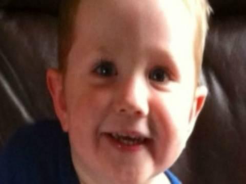Σοκ: Έδειρε μέχρι θανάτου τον 2χρονο γιο της κοπέλας του!