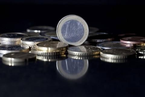 Το ευρώ με οριακή πτώση 0,06% διαμορφώνεται στα 1,2934 δολάρια