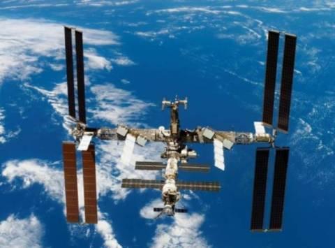 Το τριμελές πλήρωμα του Σογιούζ έφτασε στο Διεθνή Διαστημικό Σταθμό