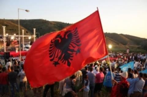 Νέα πρόκληση Αλβανών: Επιτέθηκαν με πέτρες στον πρέσβη της Ελλάδος!