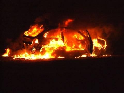 Στις φλόγες δύο οχήματα στη Νέα Σμύρνη