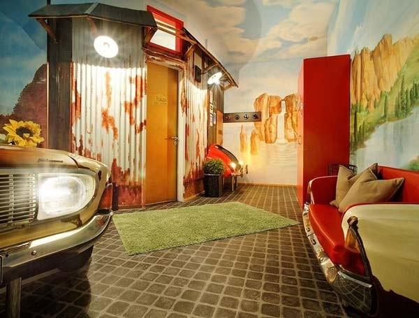 Ξενοδοχείο για τους... κολλημένους με τα αυτοκίνητα! (pics)
