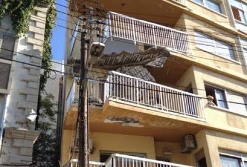 Τα μπαλκόνια καταρρέουν...στη Λεμεσό