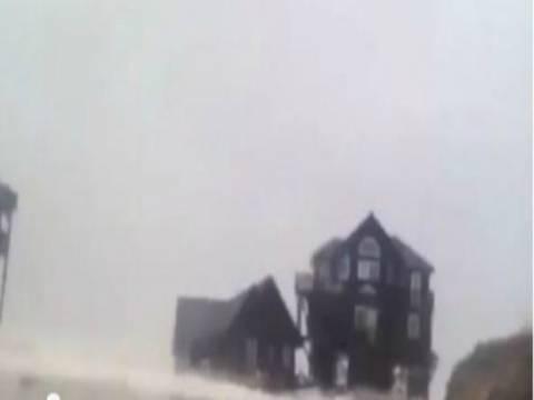 Βίντεο: Ο τυφώνας Σάντυ... καταπίνει ένα σπίτι