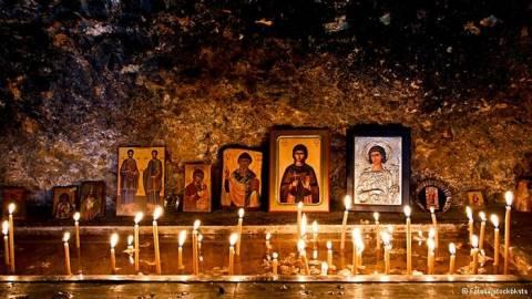 Die Zeit για ελληνική εκκλησία: «Ο Θεός δεν είναι πια τσιγκούνης»