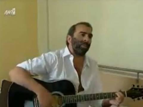 Βίντεο: Αγνώριστος ο Περρής τραγουδάει Παντελή Παντελίδη!