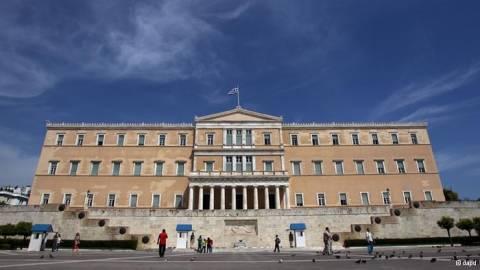 DW: «Διστακτικά μηνύματα στήριξης για την Ελλάδα»