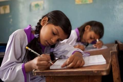 Μαθήτριες «κάρφωσαν» τον διευθυντή του σχολείου τους