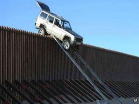 Λαθρέμποροι «κόλλησαν» με το τζιπ πάνω στον φράκτη των συνόρων