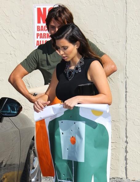 Kim Kardashian: Κυκλοφορεί και... οπλοφορεί!