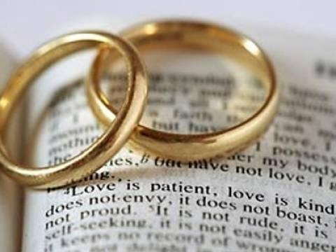 Γάλλοι κληρικοί αντιτίθενται στους γάμους των ομοφυλοφίλων
