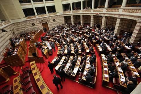 Σε υψηλούς τόνους η συζήτηση για τον προϋπολογισμό στη Βουλή