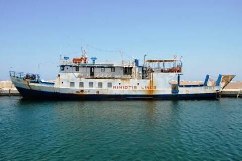 Πυρκαγιά σε εγκαταλελειμμένο πλοίο στη Χίο