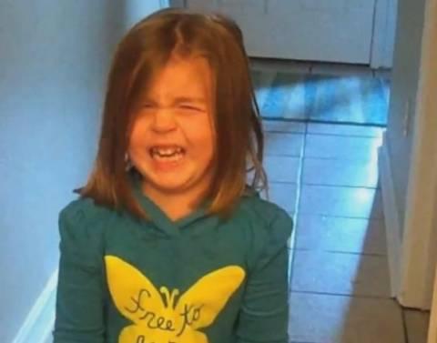 Βίντεο: Κάνουν πλάκα στα παιδιά τους...