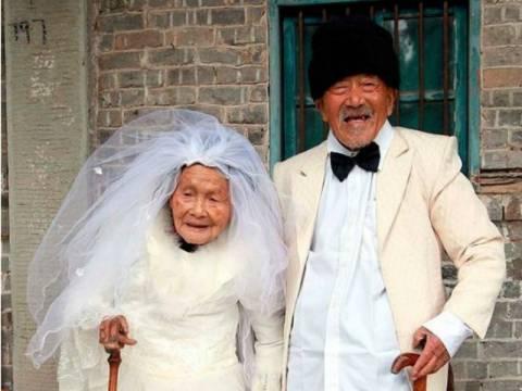 Έβγαλαν τη γαμήλια φωτογραφία τους 88 χρόνια μετά το γάμο