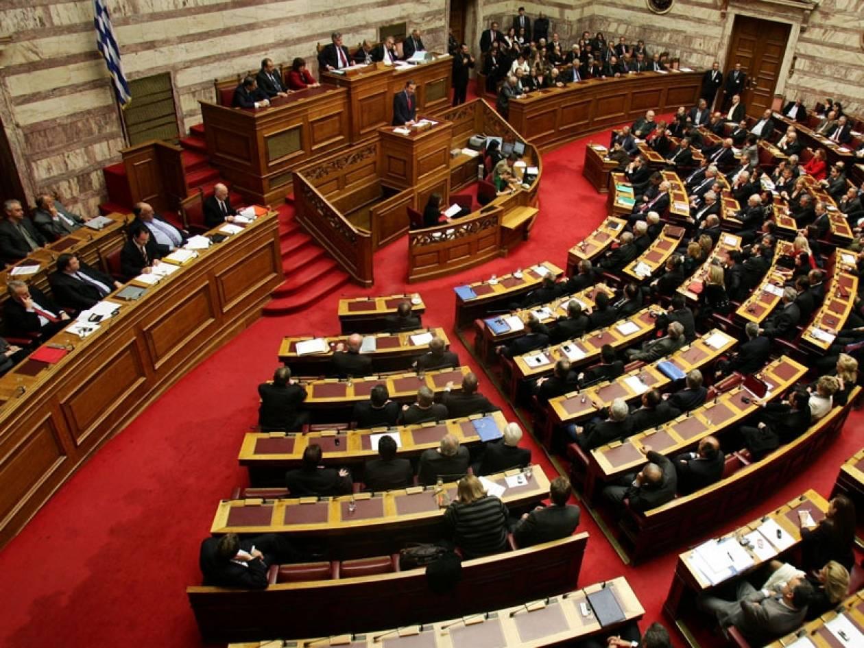 Ψηφίστηκε ο προϋπολογισμός του 2013 που σφραγίζει το «Μνημόνιο 3»