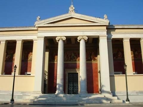 Εισέβαλλαν με κουκούλες στο Πανεπιστήμιο Αθηνών