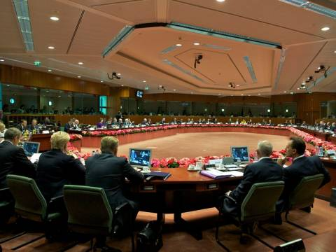 Δύο χρόνια επιπλέον για να εξυγιάνει η Ελλάδα τα δημοσιονομικά της