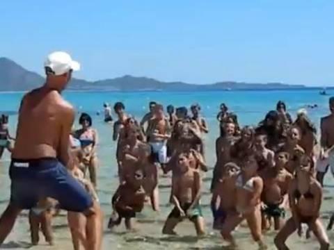 Βίντεο: Η χορογραφία με το «πουλάκι τσίου» που κάνει ρεκόρ στο YouTube