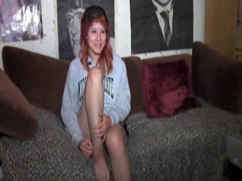 Φρίκη: Έφηβη κοπέλα έπεσε μέσα σε μια φωλιά γεμάτη κροταλίες!
