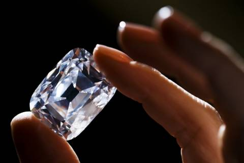 «Άχρωμο» διαμάντι έσπασε τα ρεκόρ σε δημοπρασία