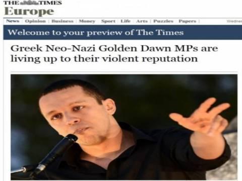 Ως «ηγέτη» της Χρυσής Αυγής χαρακτηρίζουν τον Κασιδιάρη οι Times