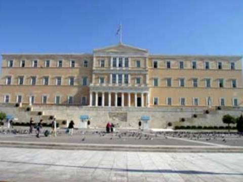 Μια διαφορετική φωτογραφία από τη Βουλή που σαρώνει