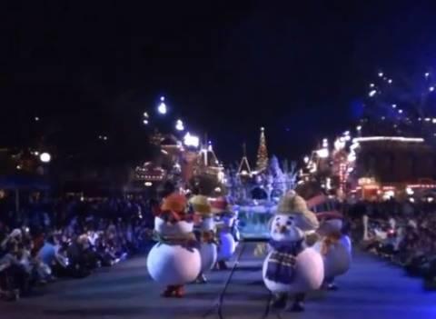 Δείτε την πρώτη χριστουγεννιάτικη παρέλαση της Disneyland