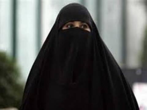 Στα «χέρια» της Αλ Κάιντα όποια γυναίκα δεν καλύπτει το πρόσωπό της