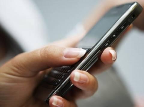 Γιατί οι ξανθιές δεν κρατάνε το κινητό τους ανάποδα;