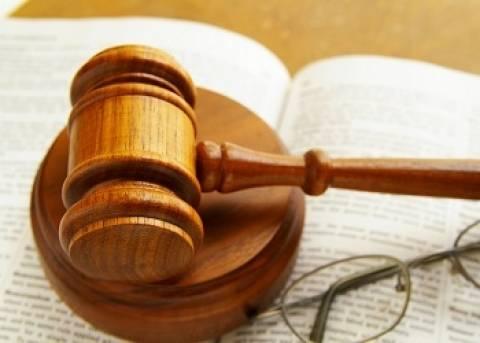 Ο εισαγγελέας που στήνει στο... δικαστικό απόσπασμα την Τρόικα!
