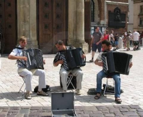 Πρόστιμο σε μουσικούς του δρόμου «για έρανο χωρίς άδεια»