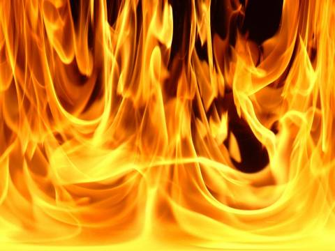 Έκρηξη και φωτιά σε χυτήριο στην Αχαΐα