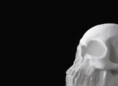 Νεκρόφιλη Σουηδέζα είχε σεξουαλικές «σχέσεις» με σκελετό!