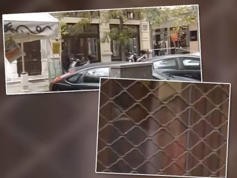 Θεσ/νικη: Κρατάει όμηρο τη διευθύντρια και απειλεί να κάψει το κτίριο