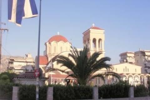 Έκαναν «φύλλο και φτερό» την εκκλησία σε 1,5 λεπτό!