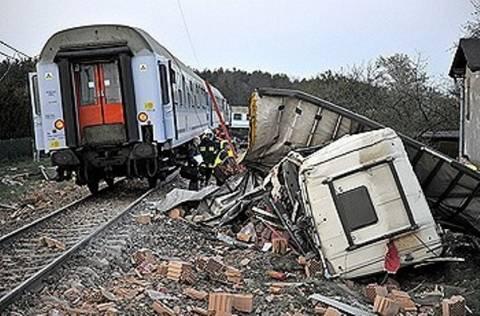 Τραγωδία στην Ιταλία-Σύγκρουση αυτοκινήτου με τρένο