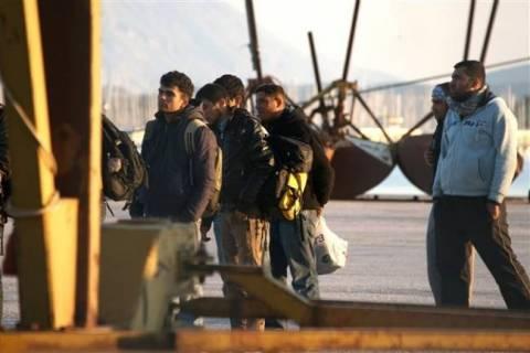 Πλοιάριο με 22 αλλοδαπούς έμεινε… από καύσιμα