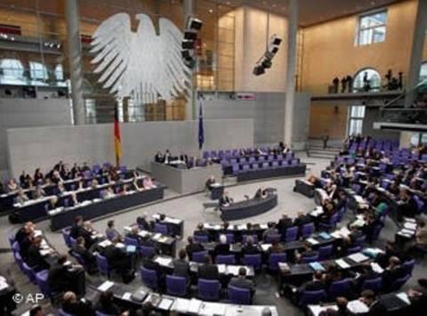 Γερμανός βουλευτής ζητά από την Μέρκελ να φύγει η Ελλάδα από το ευρώ