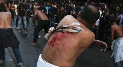 Μουσουλμάνοι αυτό-μαστιγώνονται στον Πειραιά (pics-video)