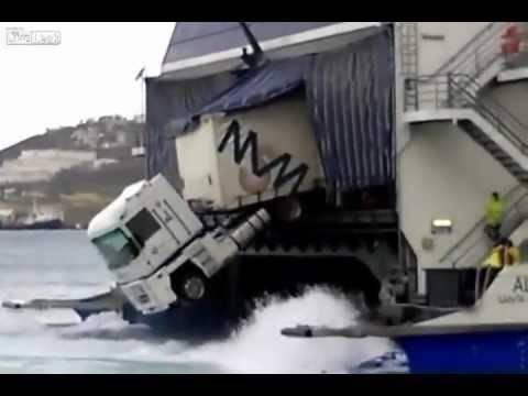 Ξεκαρδιστικό βίντεο: FAIL - Δείτε πως πάρκαρε την νταλίκα στο φέρι!
