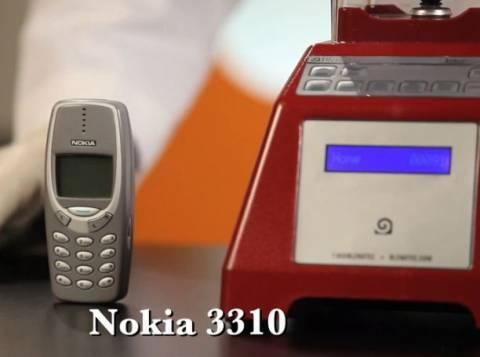 Βίντεο: To θρυλικό Nokia 3310 στο μπλέντερ!