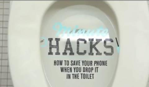 Βίντεο: Πώς να σώσετε το κινητό σας αν πέσει στην… τουαλέτα