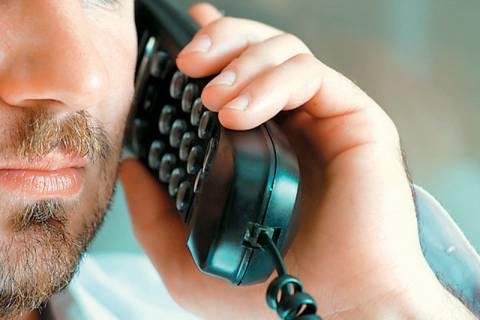 Η κρίση κόβει...ακόμα και τη σταθερή τηλεφωνία