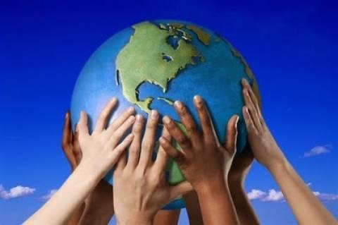 Κι όμως υπάρχουν 4 'Ελληνες που προσκυνάει... όλος ο πλανήτης!
